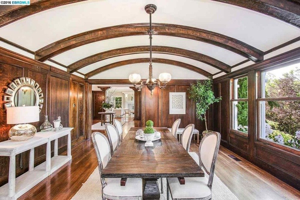 Another look at this formal dining room showcasing the dining table and chairs set lighted by a classy ceiling light. Images courtesy of Toptenrealestatedeals.com.