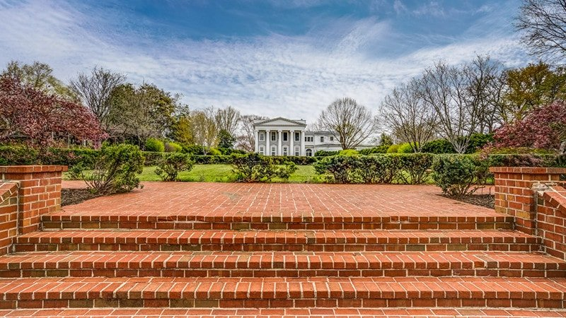 Beside the large grass lawn of the house is a beautiful and charming set of steps made from red bricks adorned with shrubs. Images courtesy of Toptenrealestatedeals.com.