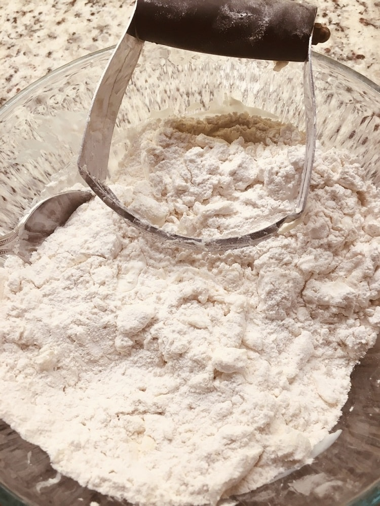 The dry ingredients mixed in a glass bowl.