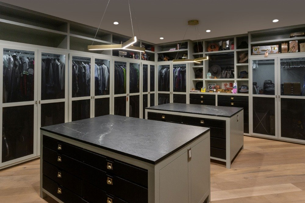 The home also has a large walk-in closet with two islands featuring a black marble countertop. Images courtesy of Toptenrealestatedeals.com.