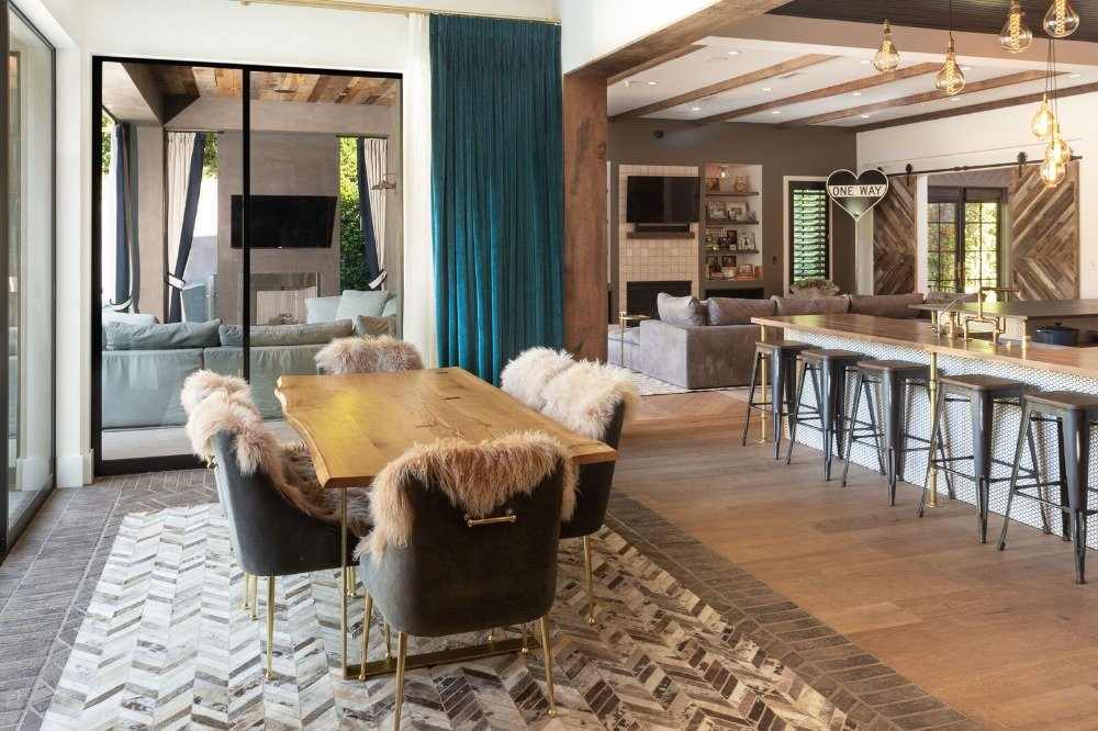 This great room offers a modish living space set, a charming dining table and chairs set and a kitchen featuring a breakfast bar island. Images courtesy of Toptenrealestatedeals.com.