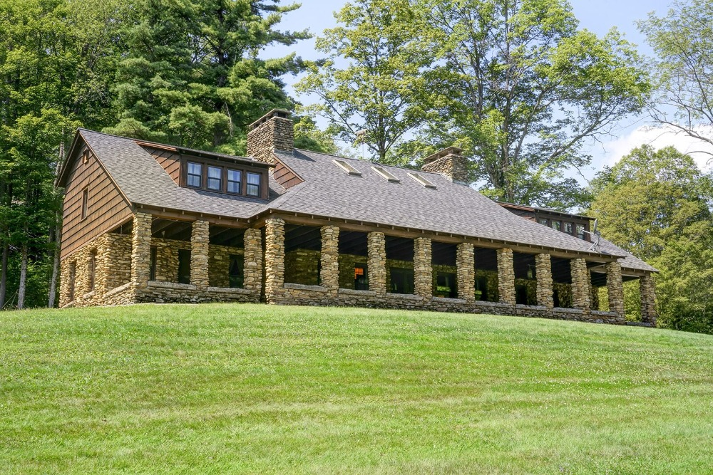 A focused look at the main lodge featuring its stone exterior. Images courtesy of Toptenrealestatedeals.com.