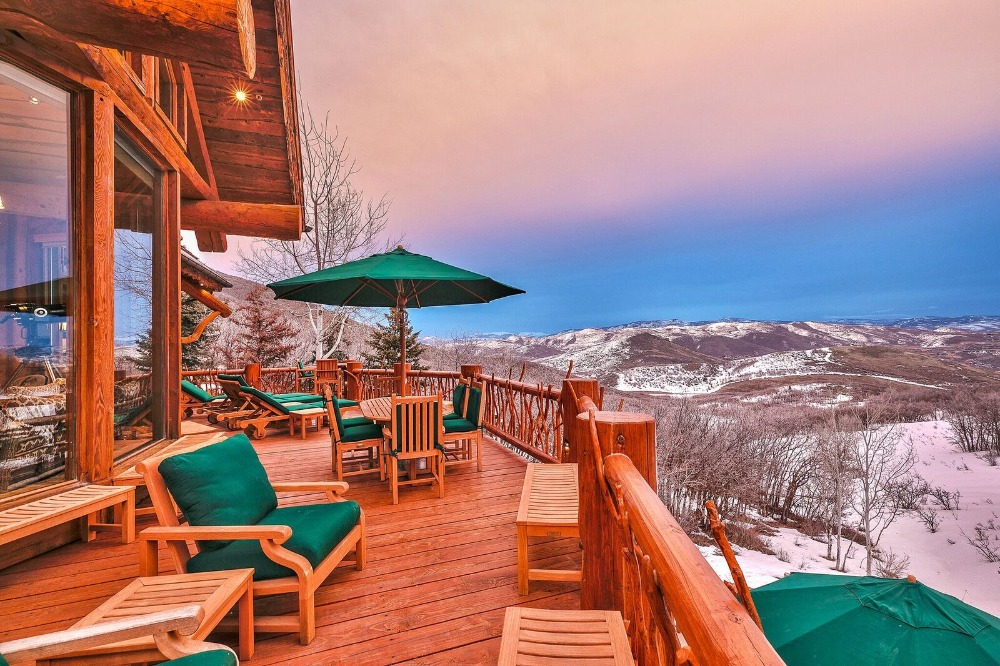 The balcony deck offers multiple sitting lounges facing the stunning outdoor views. Images courtesy of Toptenrealestatedeals.com.