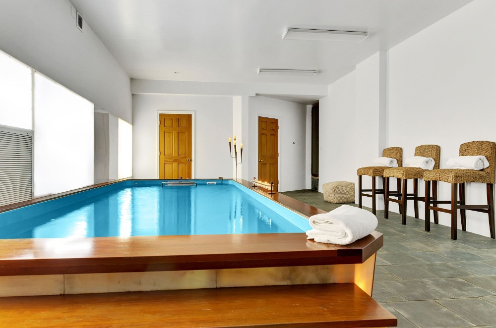 Here's the indoor swimming pool of the house, with a set of seats on the side. Images courtesy of Toptenrealestatedeals.com.