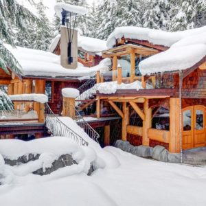 This is the front view of the large log cabin that is accented by the thick blanket of snow making the wooden exteriors stand out. Images courtesy of Toptenrealestatedeals.com.