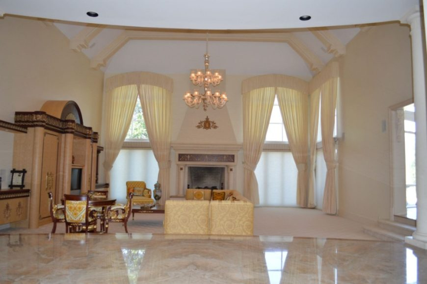 A massive living space with a set of elegant furnishings under the home's tall ceiling. Images courtesy of Toptenrealestatedeals.com.