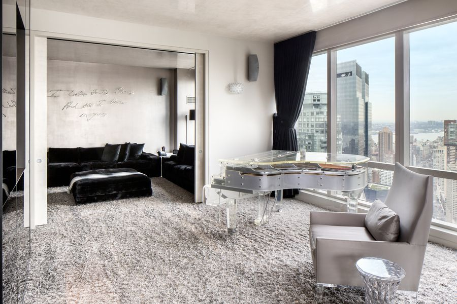 There's a piano situated by the glass windows as well. Images courtesy of Toptenrealestatedeals.com.