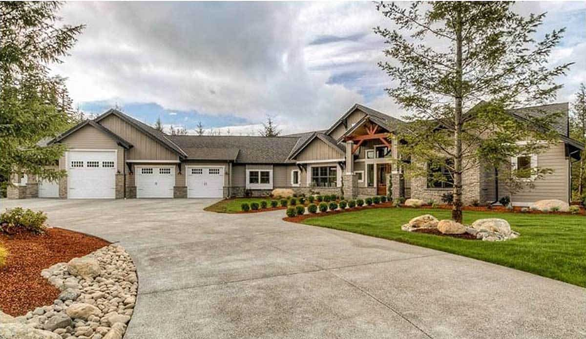 Single-Story 4-Bedroom Mountain Ranch Home