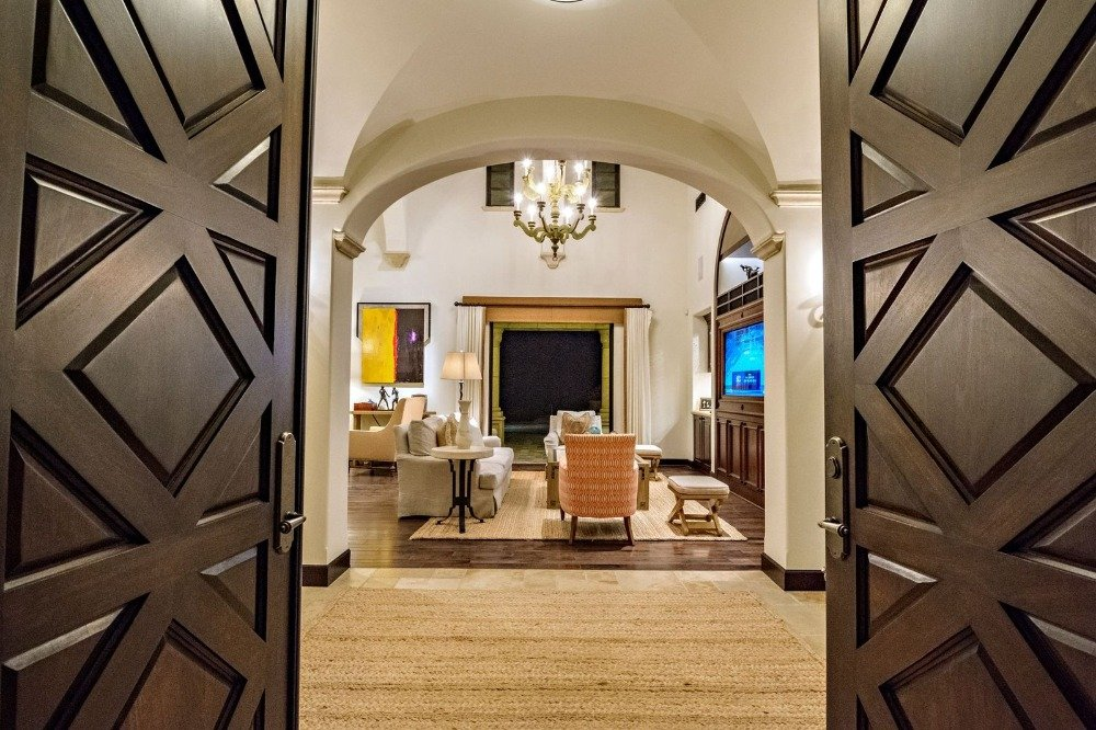 A closer look at the home's entry doorway that looks very stylish. Images courtesy of Toptenrealestatedeals.com.