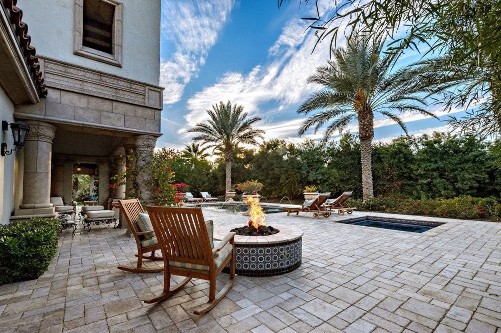 Here's a look at the fire pit set near the swimming pool area. Images courtesy of Toptenrealestatedeals.com.