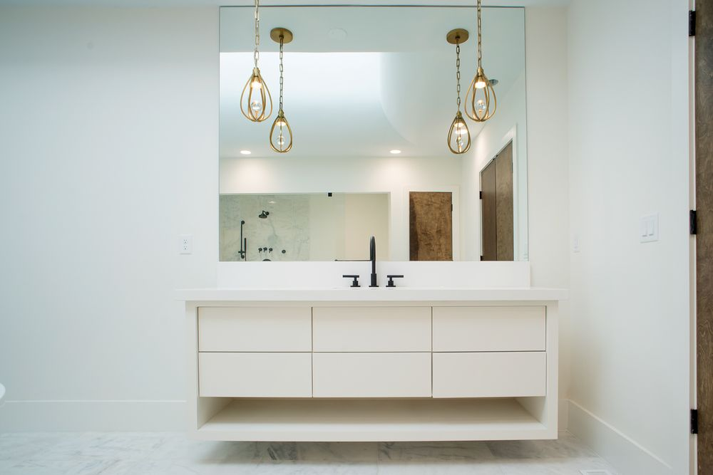 The bathroom has a floating vanity with a light beige tone that goes well with the hue of the wall and the seamless mirror above it. Images courtesy of Toptenrealestatedeals.com.