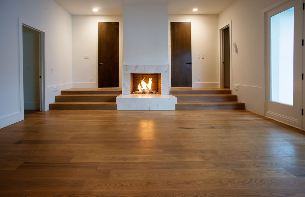 This is the simple foyer with a spacious hardwood flooring to complement the beige walls and ceiling. This area has its own fireplace to give it a warm welcoming vibe. Images courtesy of Toptenrealestatedeals.com.