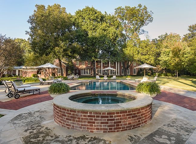 Here's the mansion's swimming pool at the back, with sitting lounges on the side. Images courtesy of Toptenrealestatedeals.com.