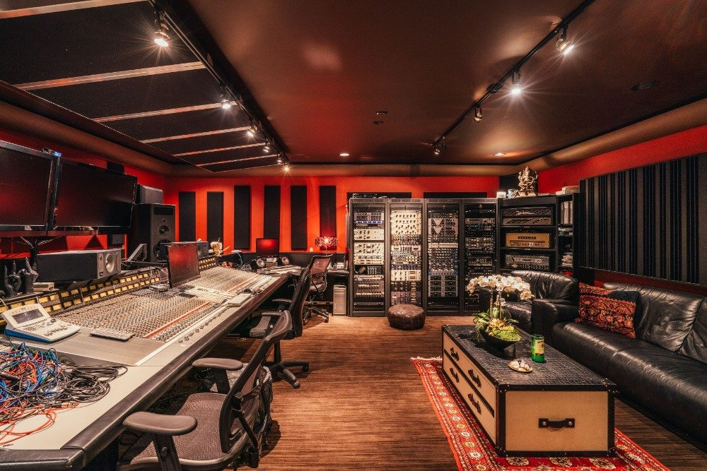 Another look of Tommy Lee's complete recording studio with a nice black leather couch at the back. Images courtesy of Toptenrealestatedeals.com.