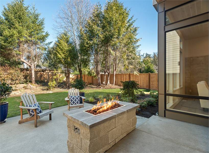 The opposite view shows the towering plants and trees behind heightening the home's privacy.