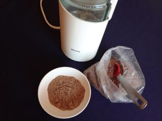 The flax seed was turned to powder with the use of a spice grinder.