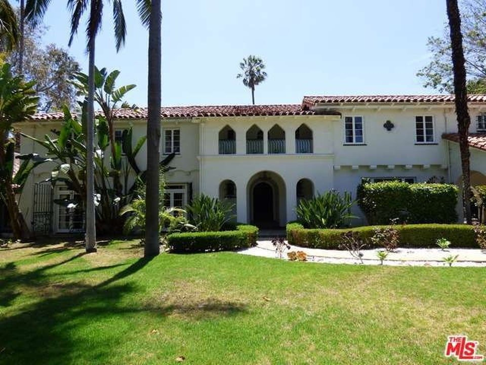 Exterior of the mansion with arched windows and doorways. Image courtesy of Toptenrealestatedeals.com.