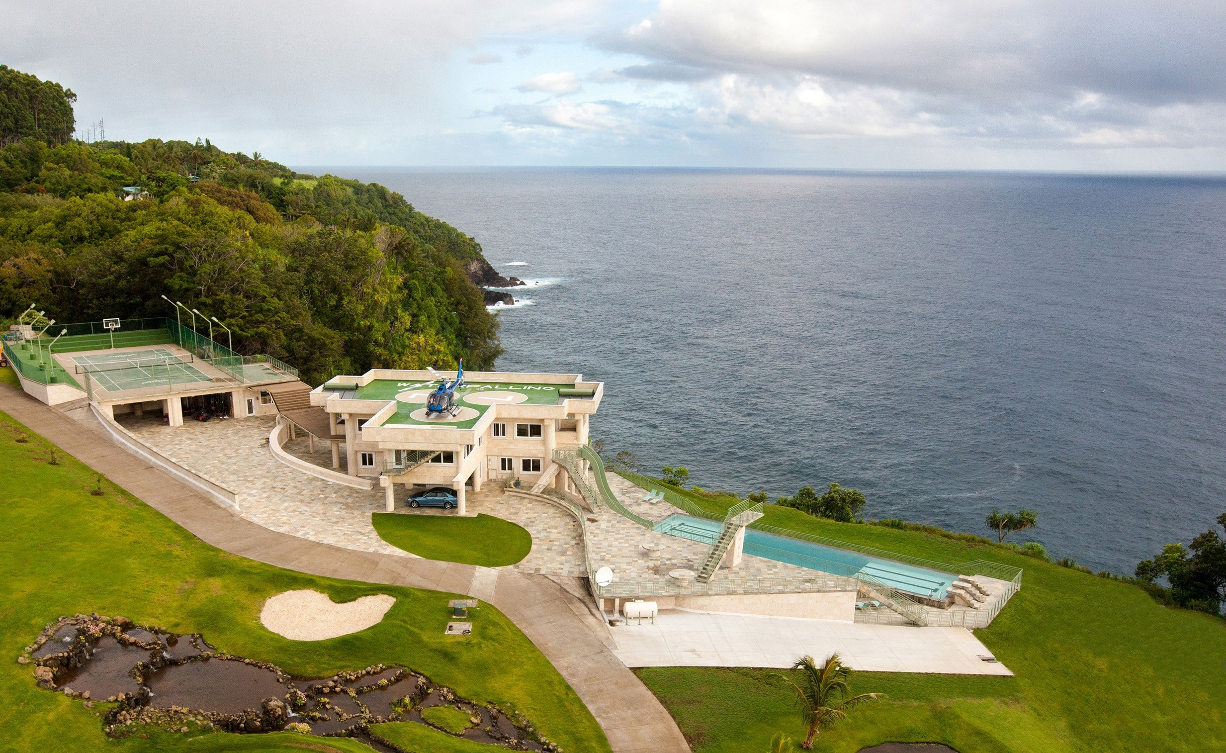 The Water Falling Estate with full ocean views. Image courtesy of Toptenrealestatedeals.com.
