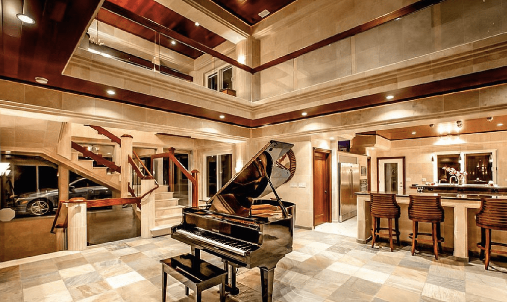 A grand piano sits at the foyer. Image courtesy of Toptenrealestatedeals.com.