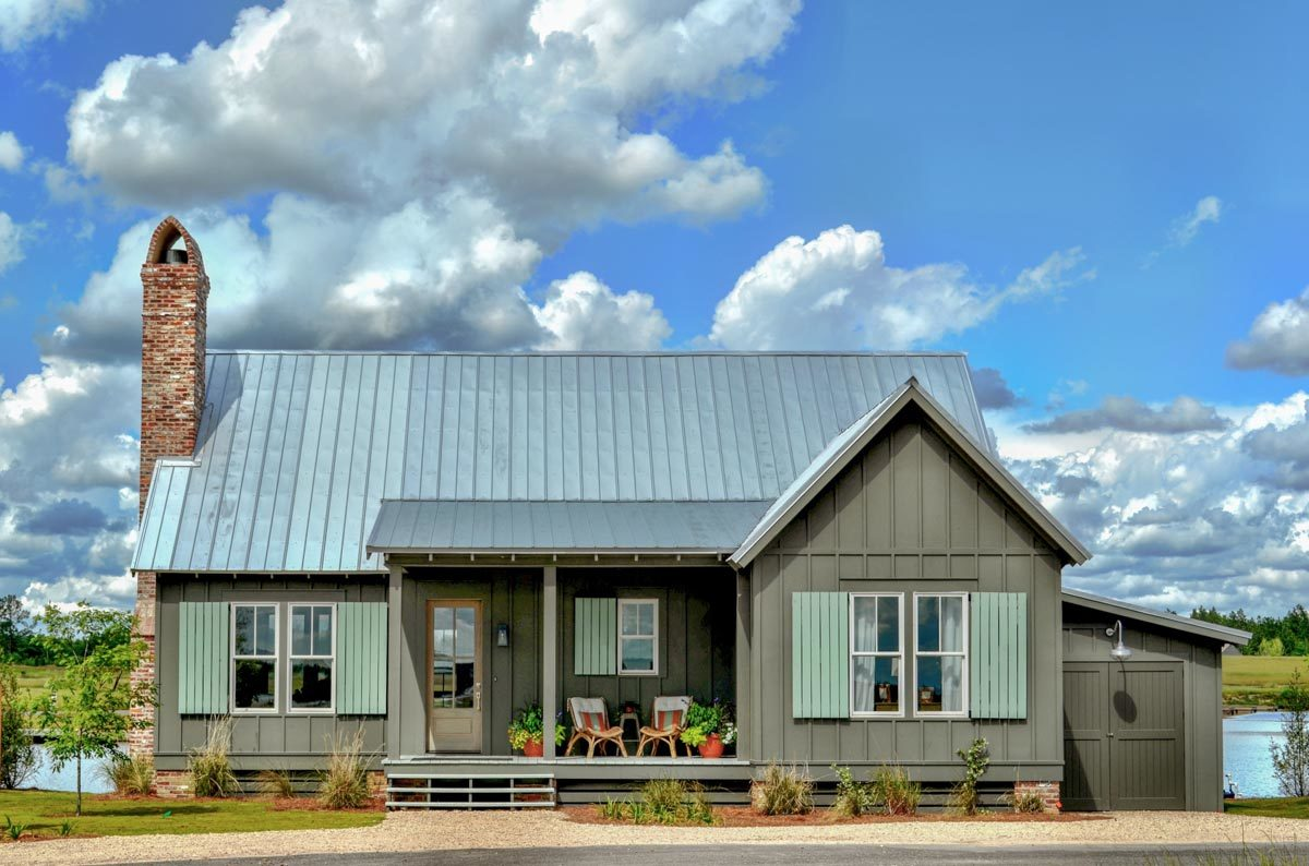 2-Bedroom Single-Story Cottage with Screened Porch