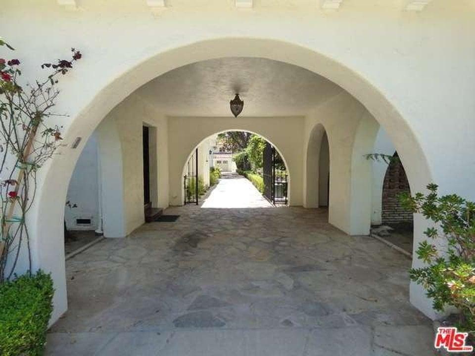 Arched entrances. Image courtesy of Toptenrealestatedeals.com.