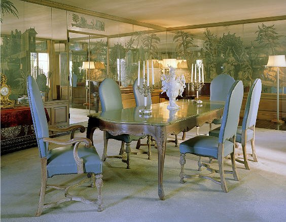 A dining area with interior wallpaper and a dining table for six. Image courtesy of Toptenrealestatedeals.com.