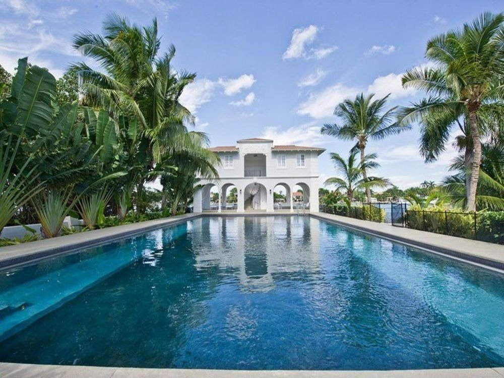 Another look at the rectangular swimming pool, the pool house and the tropical trees on the side. Images courtesy of Toptenrealestatedeals.com.