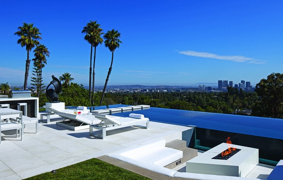 This is a look at the infinity pool with a zero-edge design. This gives an unobstructed view of the sweeping scenery of the city below. Image courtesy of Toptenrealestatedeals.com.