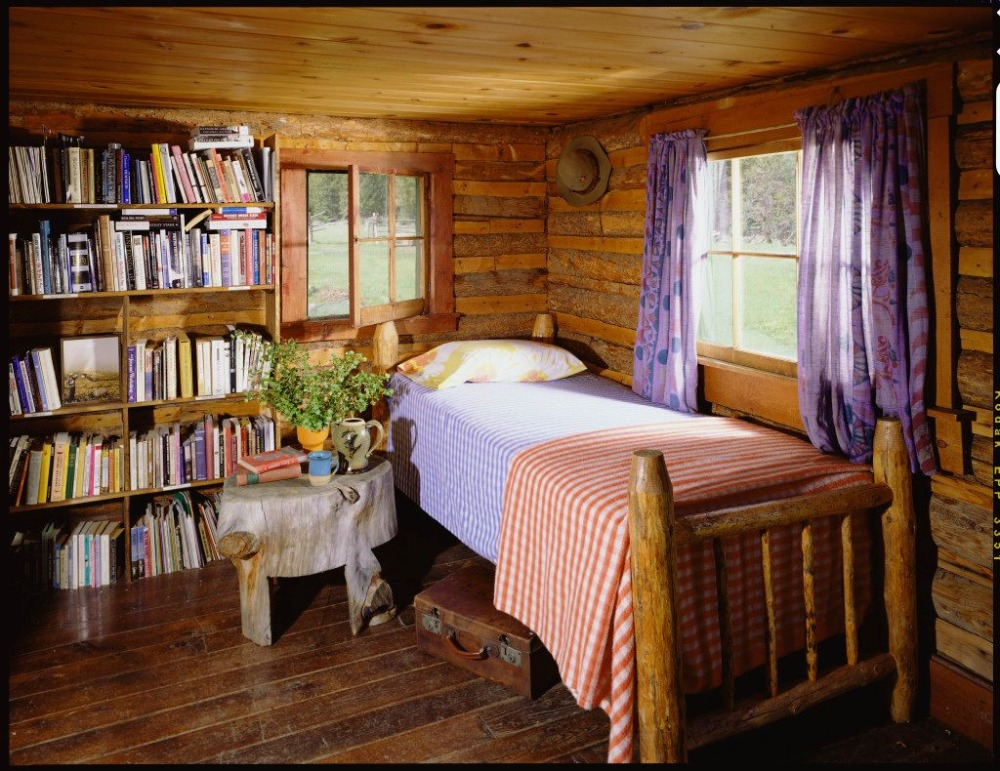 Bedroom featuring a single bed set along with bookshelves on the side. Image courtesy of Toptenrealestatedeals.com.