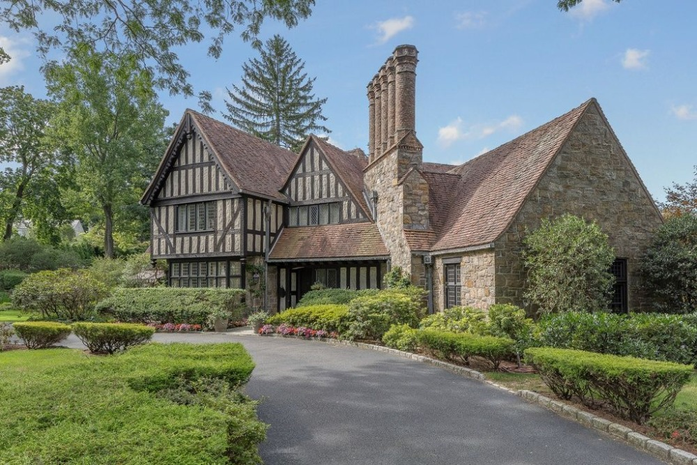 This view focuses on the house's magnificent exterior design. Images courtesy of Toptenrealestatedeals.com.