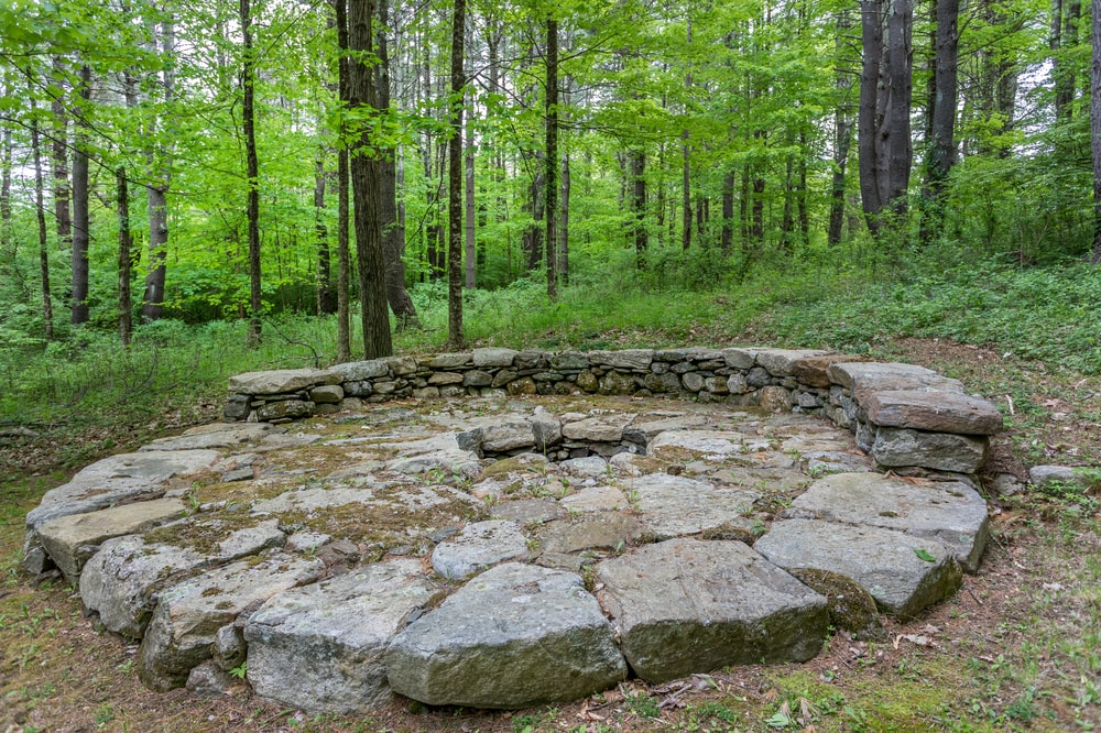 This is a closer look at the fire piy. You can see here that it is made of rustic stone blocks that also form a semi-circle built-in bench surrounding it. Image courtesy of Toptenrealestatedeals.com.