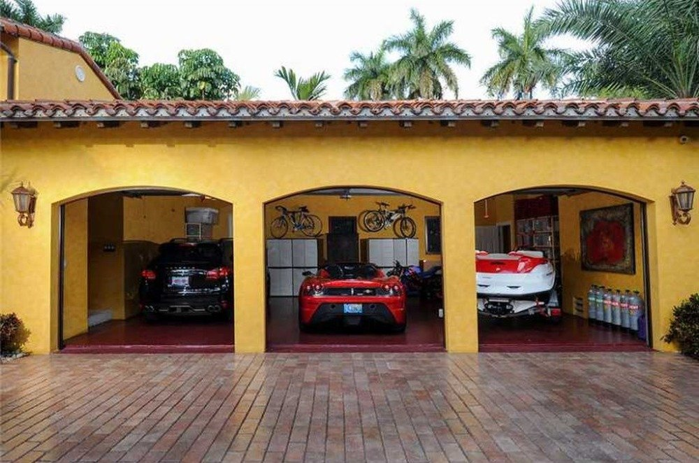 Here's a look at the home's three-car garage. Image courtesy of Toptenrealestatedeals.com.