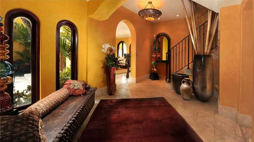 This hall features a gorgeous area rug on top of the tiles flooring. Image courtesy of Toptenrealestatedeals.com.