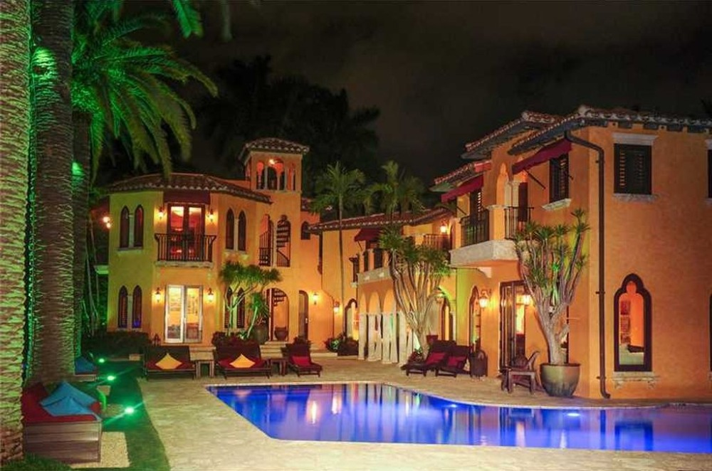 Outside view of the house showcasing its exterior and the outdoor amenities. Image courtesy of Toptenrealestatedeals.com.
