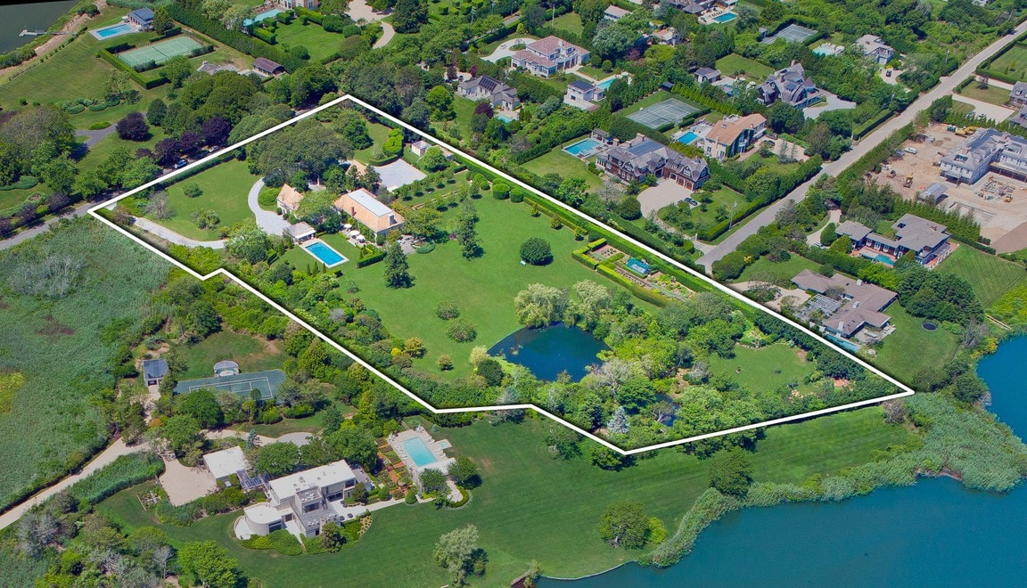 This is an aerial view of the large property outlining the boundaries with a white line. Image courtesy of Toptenrealestatedeals.com.