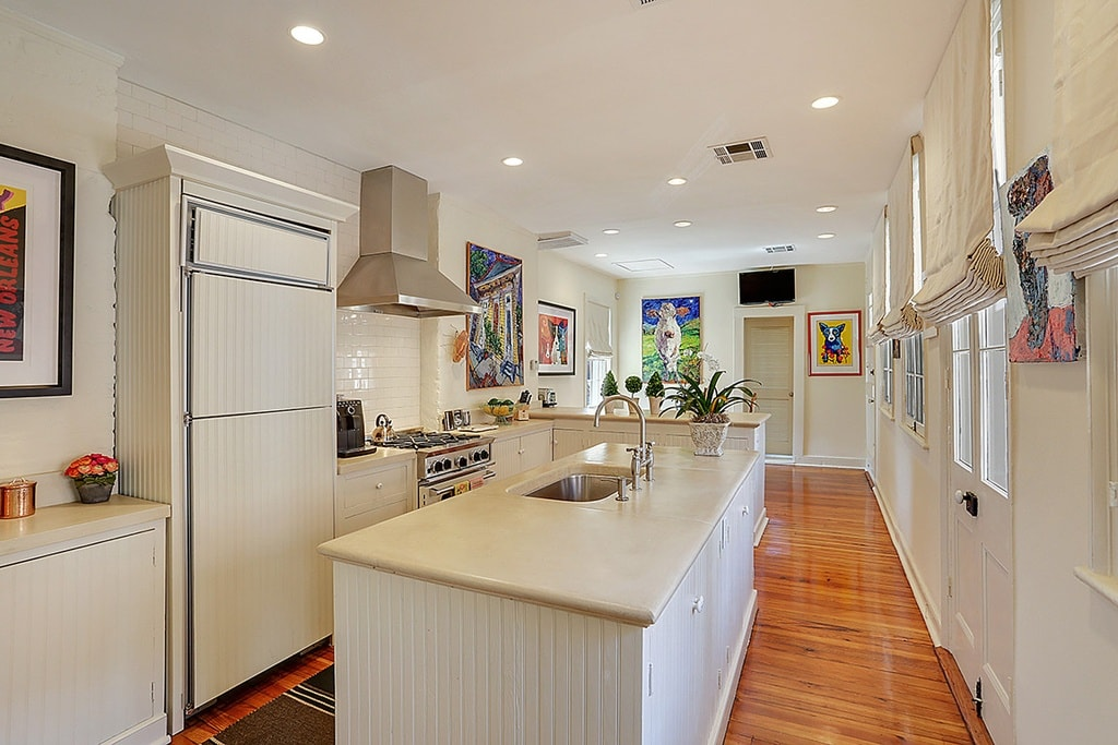 The kitchen has hardwood flooring that complemented the bright tones of the cabinetry and the beige countertops. These make the stainless steel appliances stand out. Image courtesy of Toptenrealestatedeals.com.