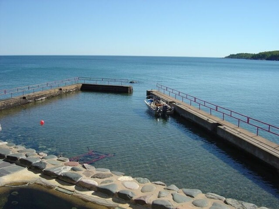This is the deep-water dock of the property with narrow walkways that has railings on the side. Image courtesy of Toptenrealestatedeals.com.