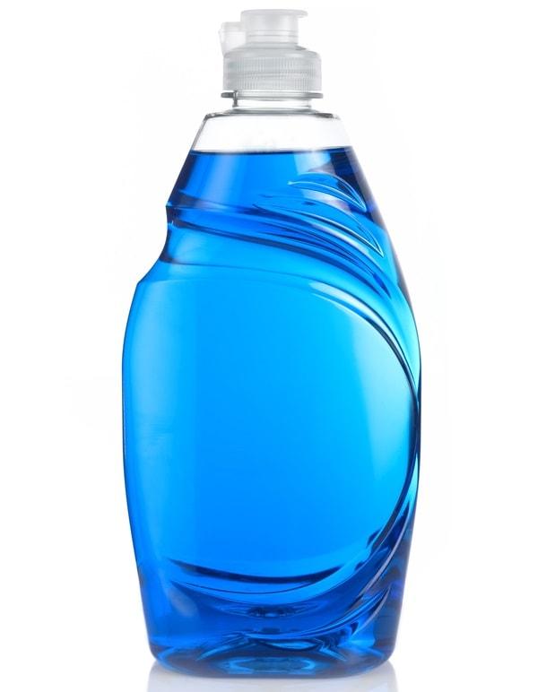 Bir şişe mavi bulaşık deterjanı.