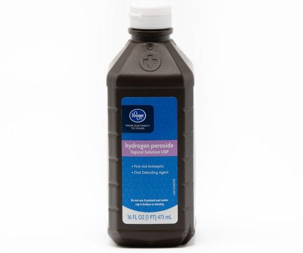 Bir şişe Kroger Brand hidrojen peroksit.