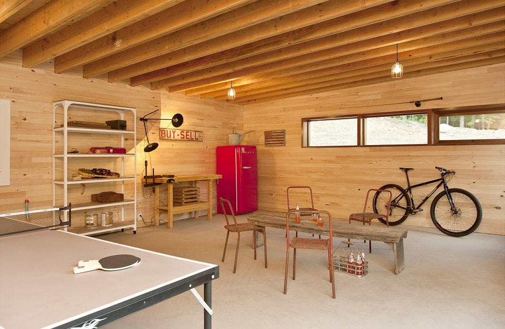 This angle of the garage shows that there is still a lot of open space for a workshop corner and a sitting area. Image courtesy of Toptenrealestatedeals.com.