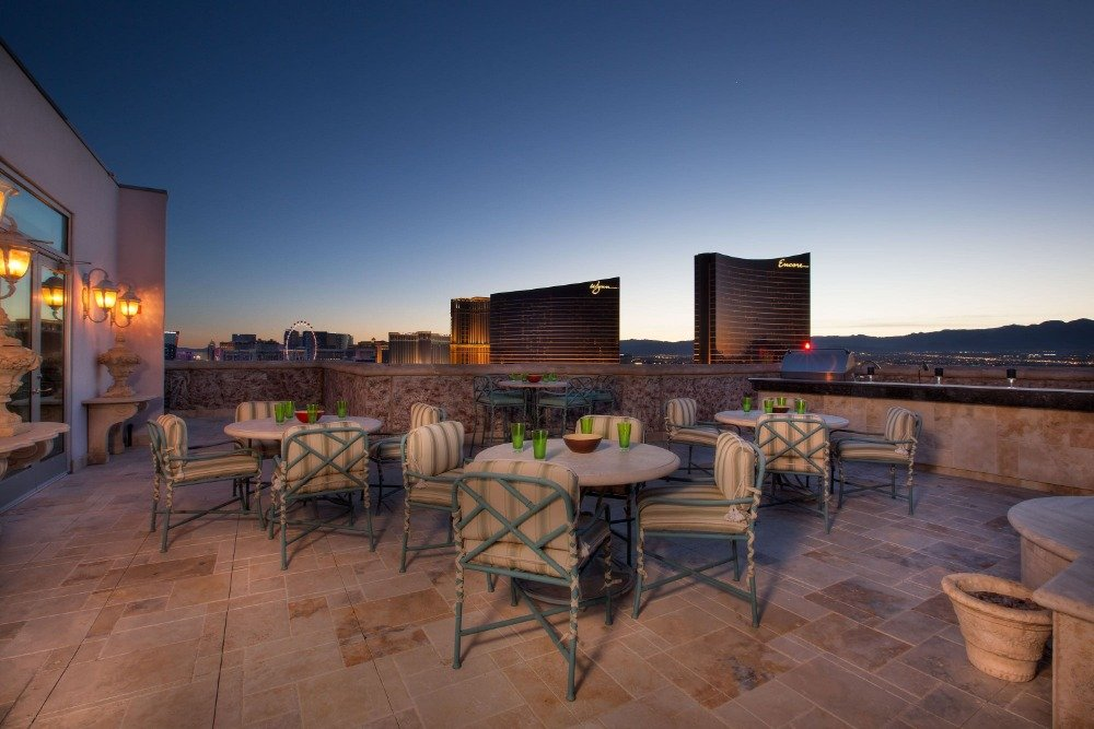 The rooftop offers multiple outdoor dining table sets. Images courtesy of Toptenrealestatedeals.com.