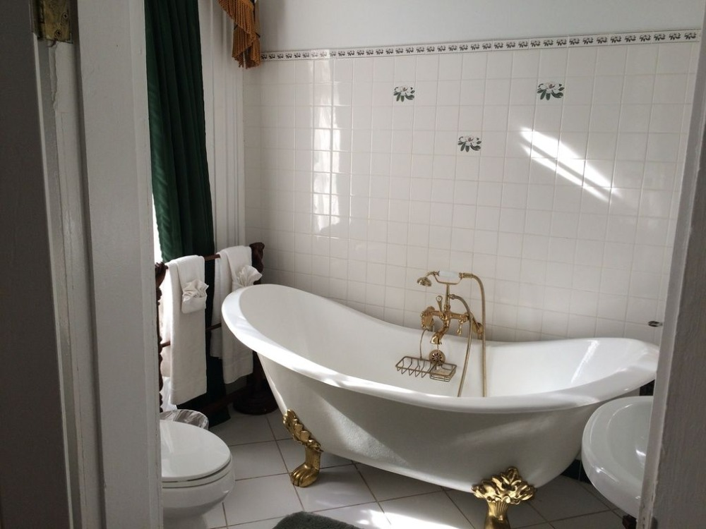 A look at this bathroom's freestanding tub, pedestal sink and toilet. Images courtesy of Toptenrealestatedeals.com.