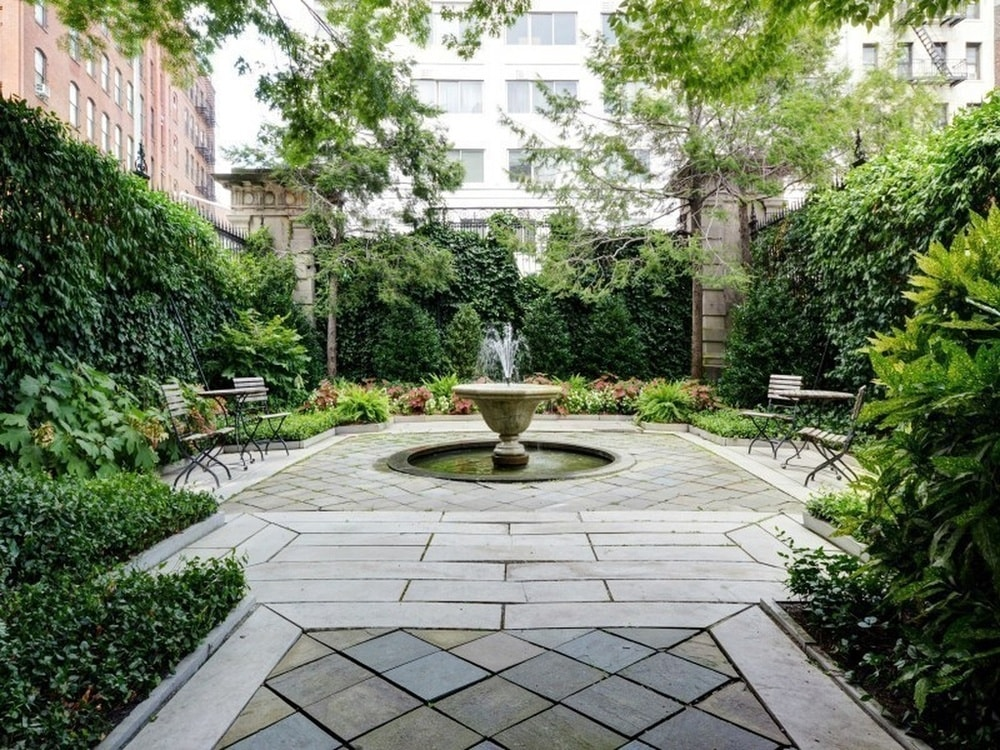 The penthouse also has a large open area fitted with a garden of various flowering shrubs and potted plants. This area is also adorned with a fountain in the middle. Image courtesy of Toptenrealestatedeals.com.