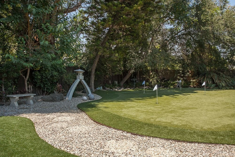 There's a mini golf course inside the estate as well. Image courtesy of Toptenrealestatedeals.com.