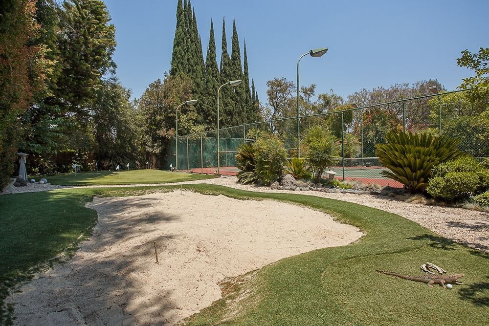Another look at the mini golf course near the tennis court. Image courtesy of Toptenrealestatedeals.com.