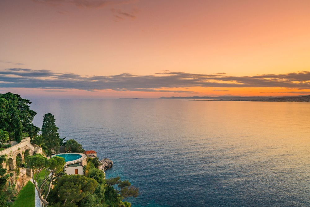 A view of the sunset from the villa is absolutely breathtaking. Image courtesy of Toptenrealestatedeals.com.