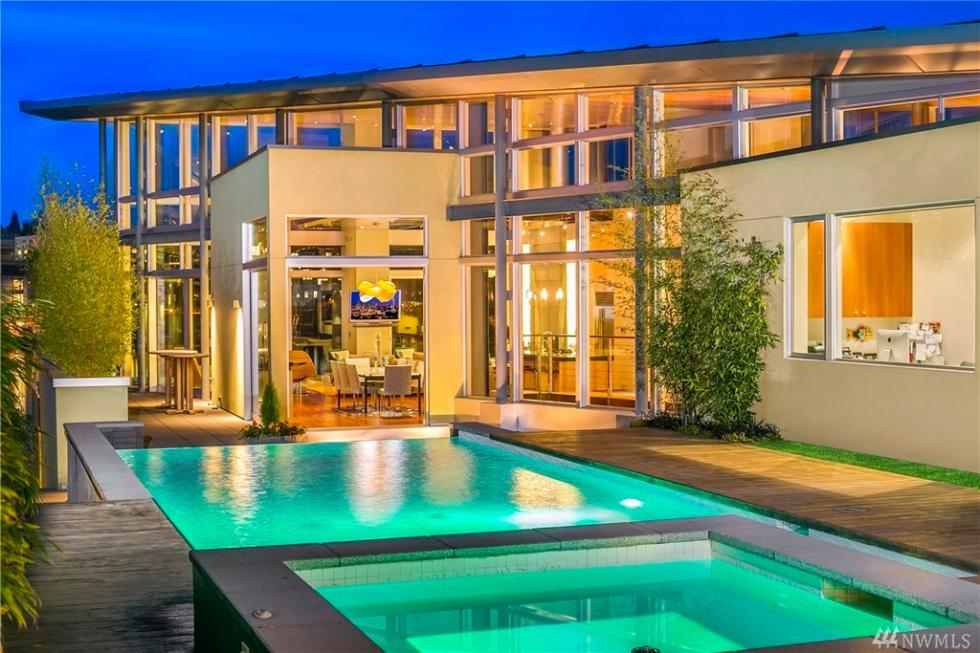 This is the view of the house from its modern lit pool. This shows the glass walls of the house that aims to maximize the sweeping lake and city views. Image courtesy of Toptenrealestatedeals.com.