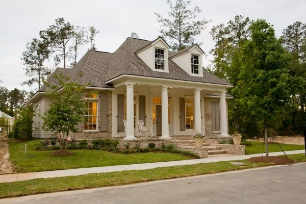 Single-Story 3-Bedroom Lake Drive Open Floor Plan Country Style Home
