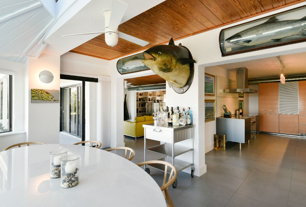 Dining area that opens up to the home's kitchen area. Image courtesy of Toptenrealestatedeals.com.