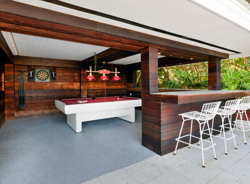 This outdoor bar also offers a modern billiards table set. Image courtesy of Toptenrealestatedeals.com.